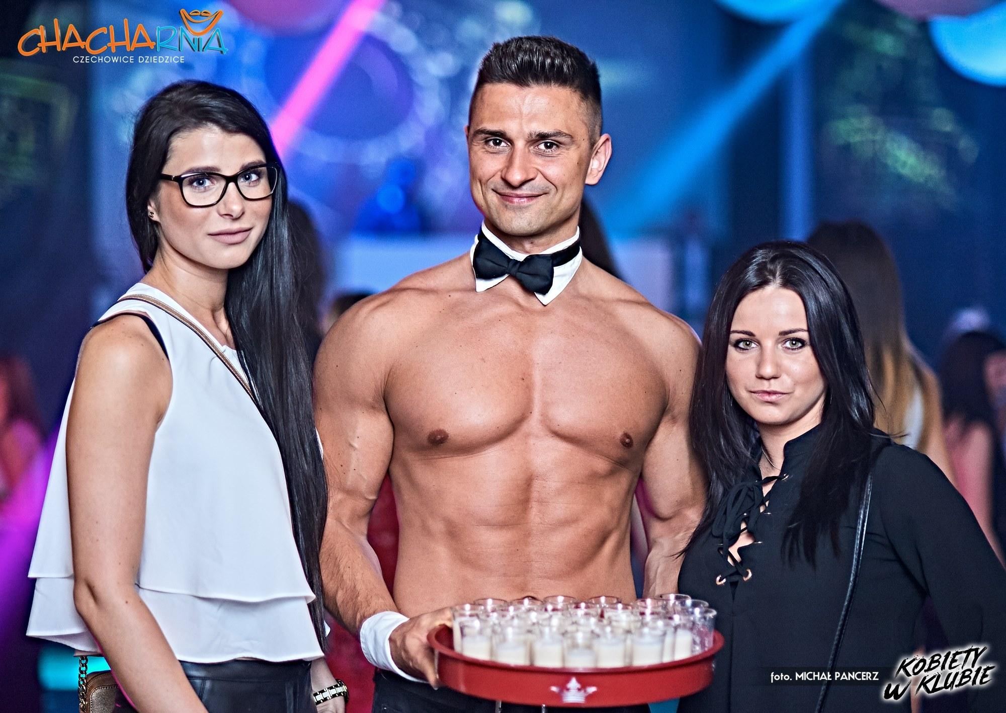 Rozebrany barman dla kobiet