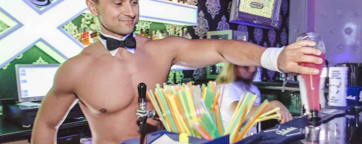 Barman bez koszulki
