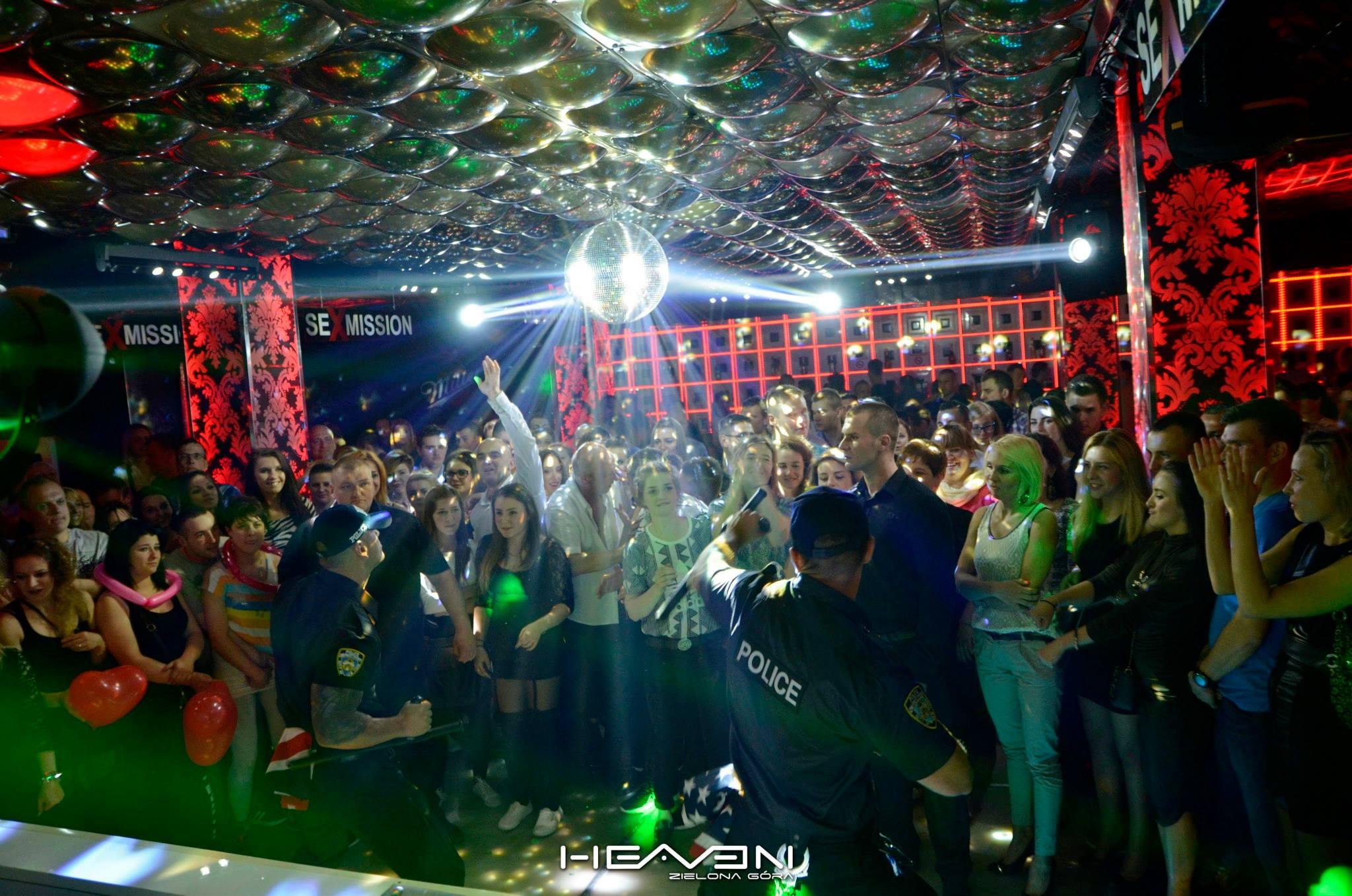 Striptizer na imprezę w klubie