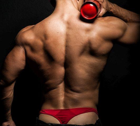 Strażak striptiz w domu