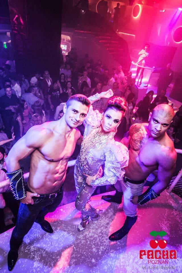 striptizerzy-występy-w-dzień-kobiet